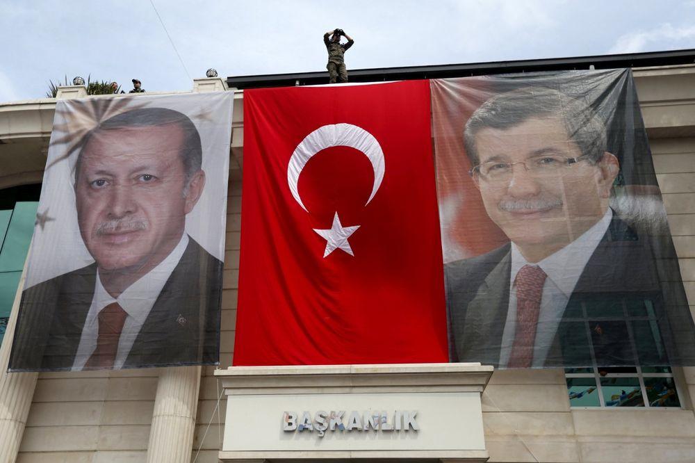 ŠTA ODLAZAK DAVUTOGLUA ZNAČI ZA EU I TURSKU: Da li se Erdogan uplašio moći svog premijera?
