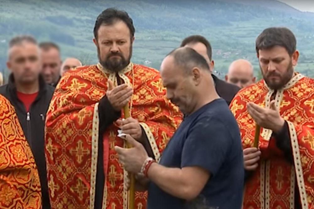 (VIDEO) OVAKO JE ZMAJ GOVORIO NA BRATOVOJ SAHRANI: Parovi videli snimke, ne mogu da zaustave suze!