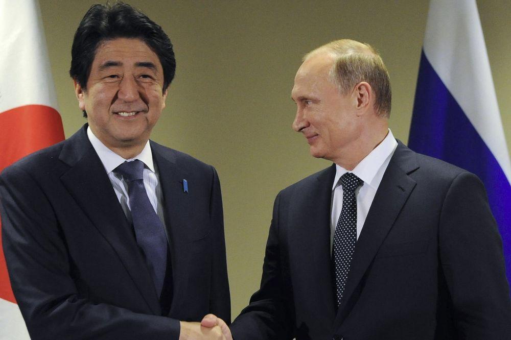 BRIGA GA ZA SANKCIJE: Premijer Japana došao kod Putina uprkos Obaminom zahtevu