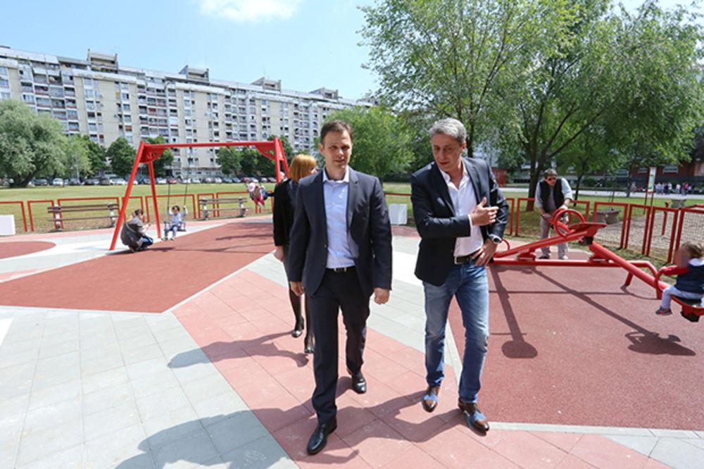 (FOTO) Otvoreno novo dečije igralište na Novom Beogradu