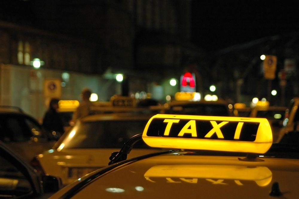 LJUDI, IZLAZI BEBA: Mališan Srećko rodio se u kragujevačkom taksiju
