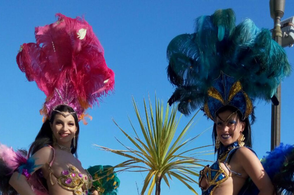 (FOTO) NOVOSAĐANKE ZAPALILE CRNOGORCE: 14. budvanski karneval okupio najlepše devojke