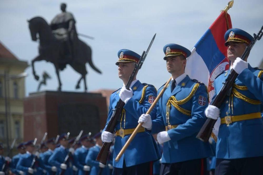 (VIDEO) KAD KOMANDIR ŽIVOT POVERI GARDISTIMA: Ovo izvođenje srpskih vojnika se gledalo bez daha!