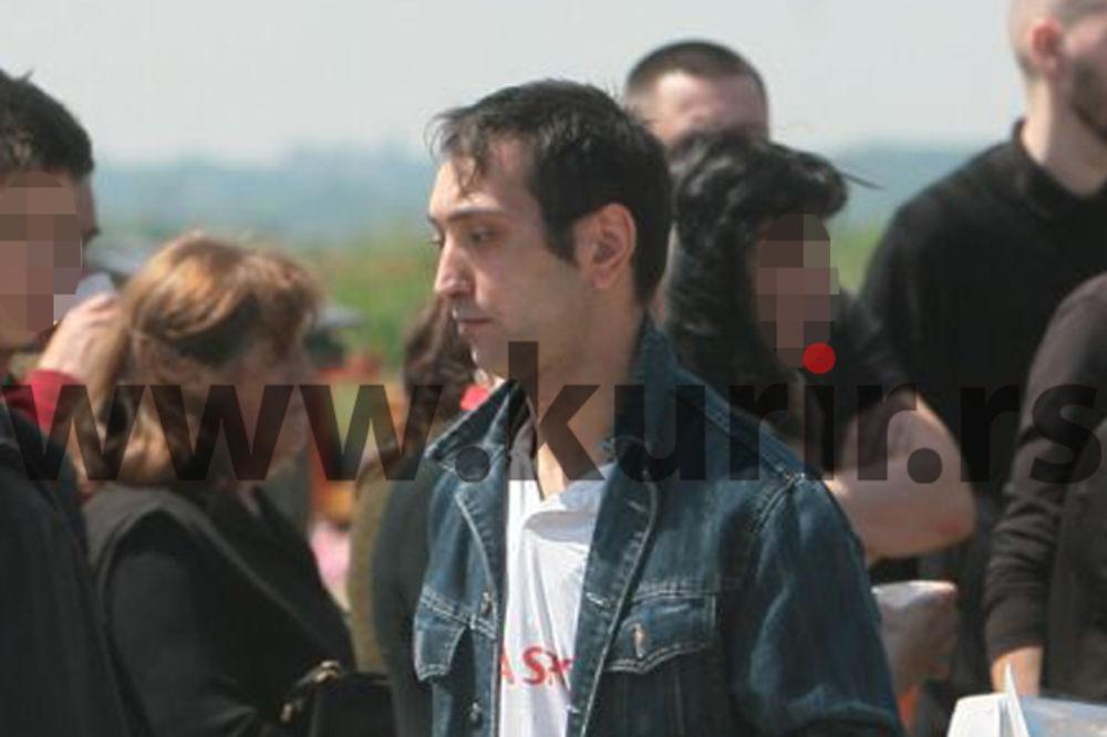 MISTERIOZNI MLADIĆ SA POMENA JELENI MARJANOVIĆ: Nikola (31) priveden na groblju posle ovog poziva