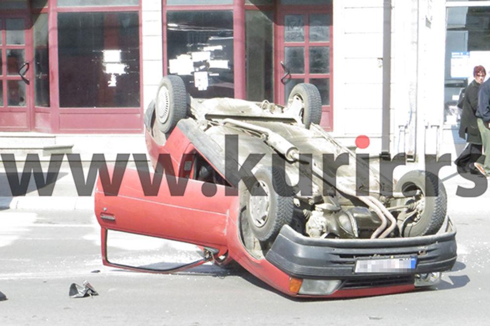 KARAMBOL U NIŠU: Sudario se sa taksijem pa se prevrnuo na krov!