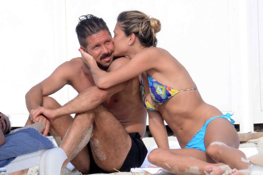 (FOTO) ČOLO PUNI BATERIJE: Simeone sa seksi manekenkom razrađuje taktiku za Real!