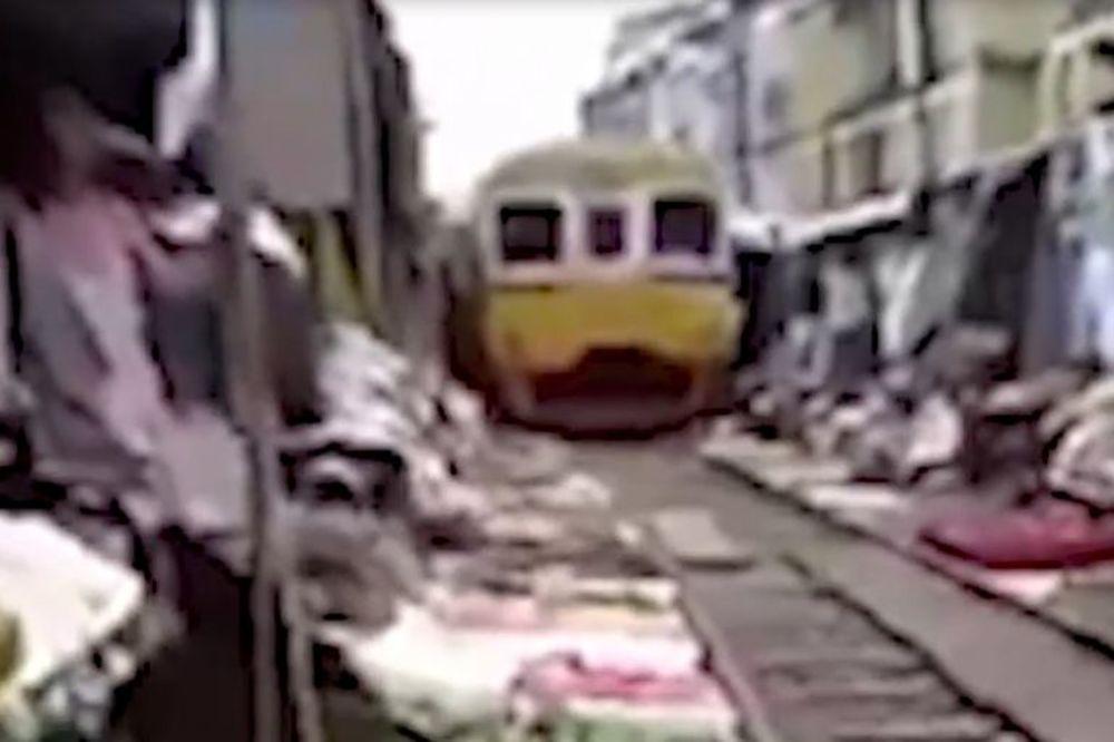 (VIDEO) 2u1: Pogledajte šta se dešava kada prođe voz