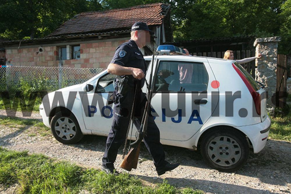(FOTO) UBICA IZ SOPOTA BIO NAORUŽAN DO ZUBA: Pogledajte pronađene puške u kući!