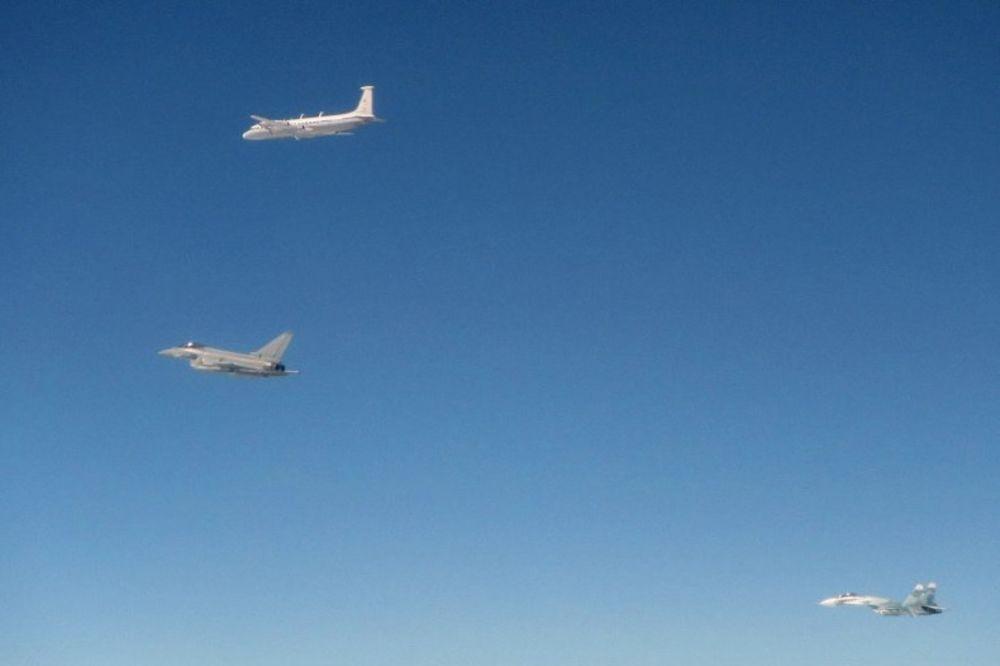 BRITANCI OPET PRESRELI RUSKE AVIONE: Ovaj put Rusi poslali čak pet letelica