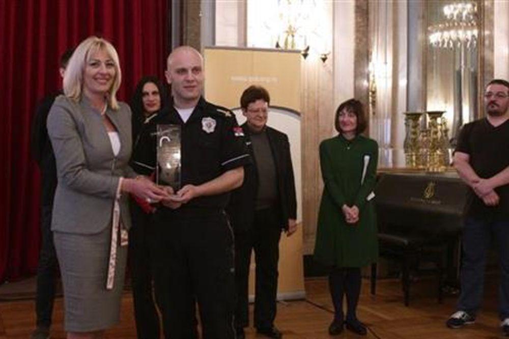PRIZNANJE ZA HRABROST: Nagrađen prvi srpski policajac koji je javno objavio da je gej