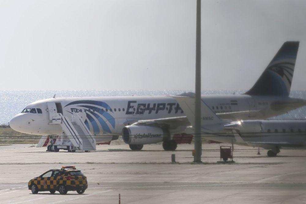 NOVI DETALJI O PADU EGIPATSKOG AVIONA: Na trupu letelice neko napisao stravičan natpis