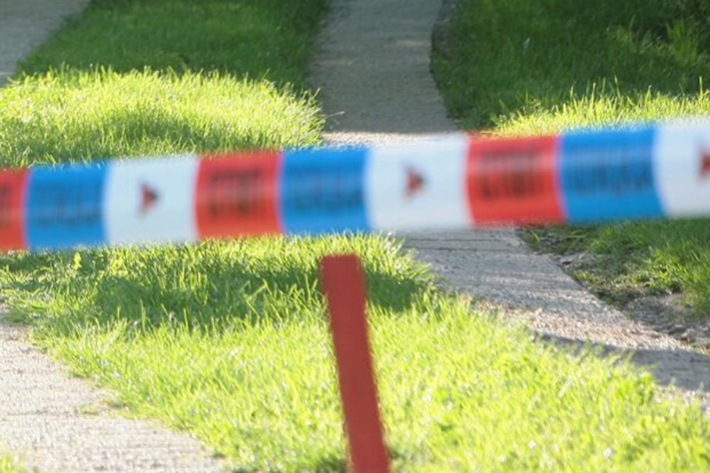 KRVAVA SVAĐA U TUZLI: Sedeli kod prijatelja u dvorištu, pa mu pucao dvaput u vrat