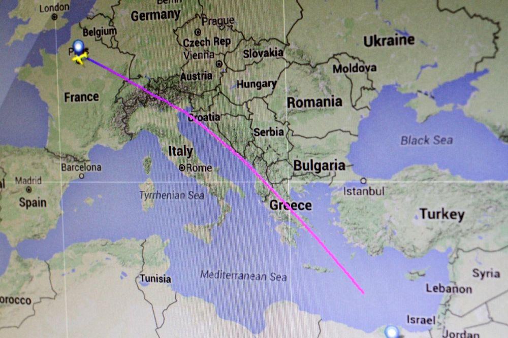 GRČKI ZVANIČNICI: Pronađeni delovi aviona u moru