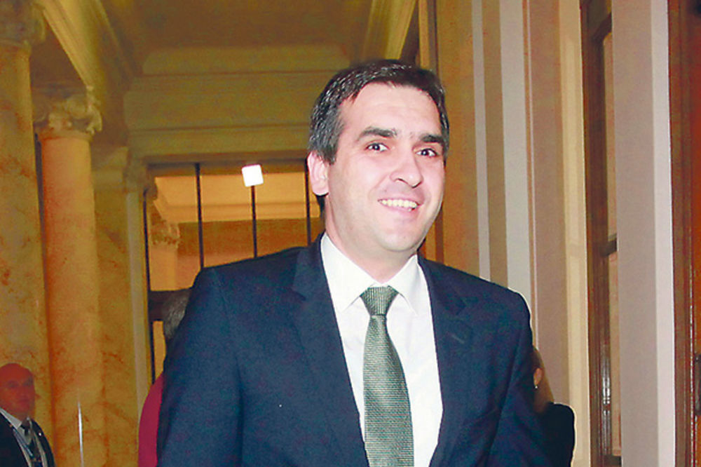 BAHATO: Nikolićev sin troši 10 miliona na mobilne telefone
