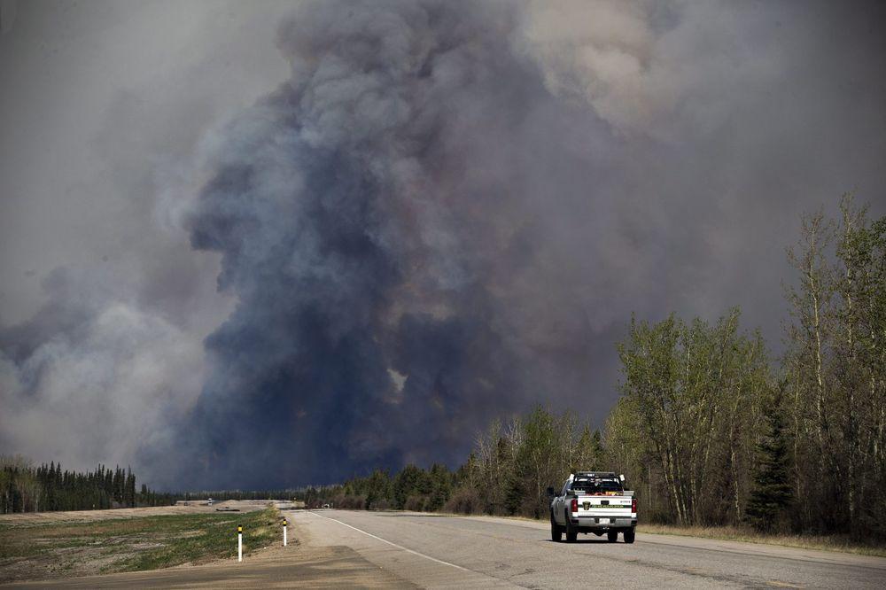 POŽAR SE ŠIRI KANADOM: Vatrogasci se nadaju kiši