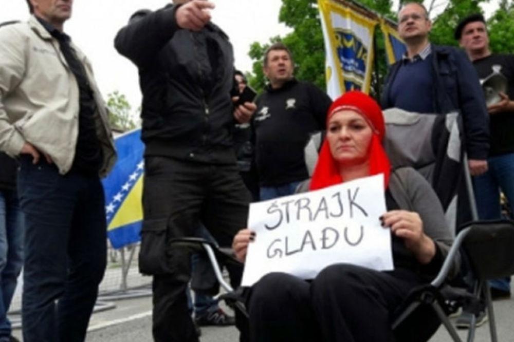 DRAMA U SARAJEVU: Majka troje dece pokušala da se spali ispred zgade vlade BiH