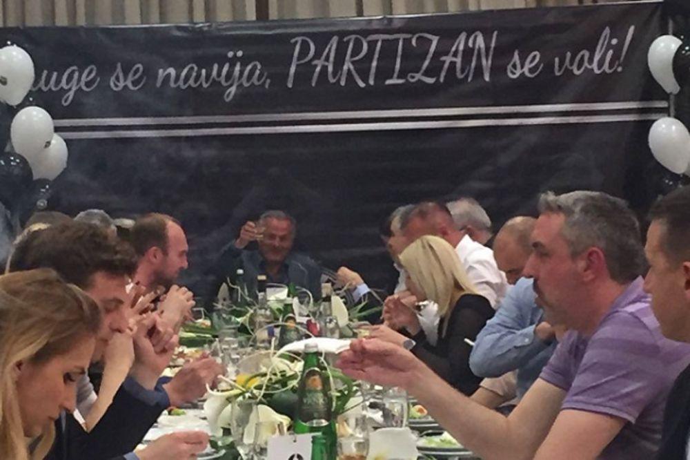 (KURIR TV) CRNO-BELO VEČE U ČAČKU: Nenad Bjeković i zvanično kandidat za predsednika Partizana
