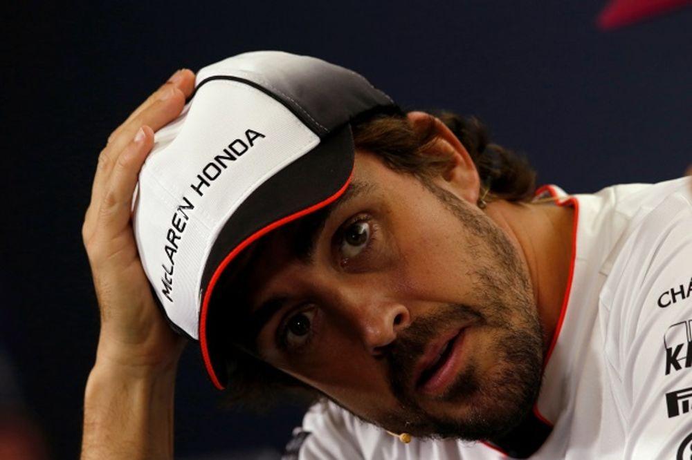 (FOTO, VIDEO) RUSKA BOMBA: Evo za kakvom je seksi manekenkom odlepio Fernando Alonso