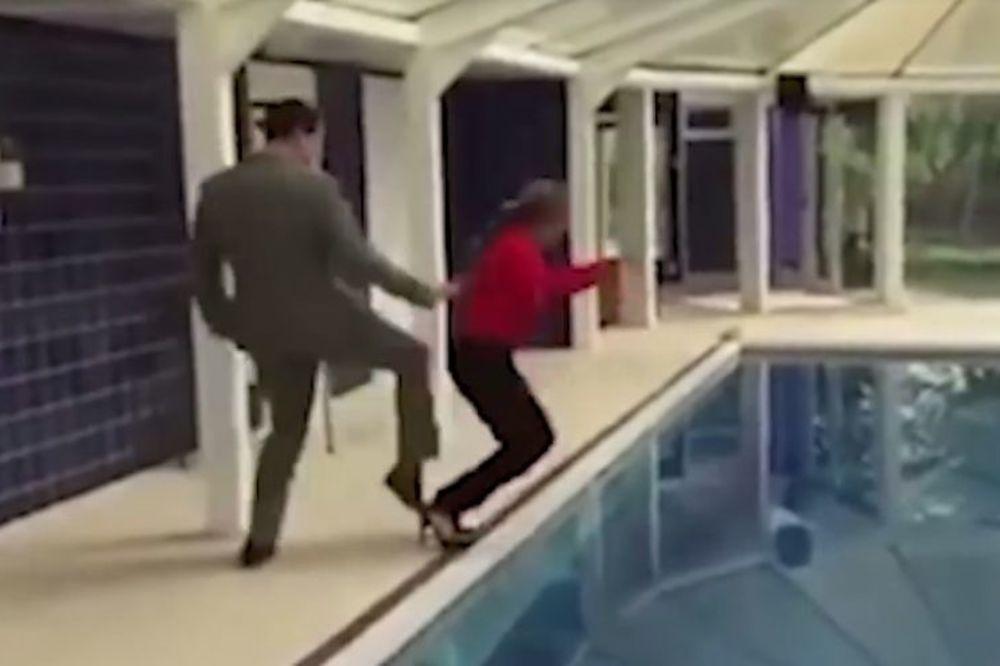 (VIDEO) ON JE URADIO ŠTO MNOGI SANJAJU: Gurnuo svoju šeficu u bazen