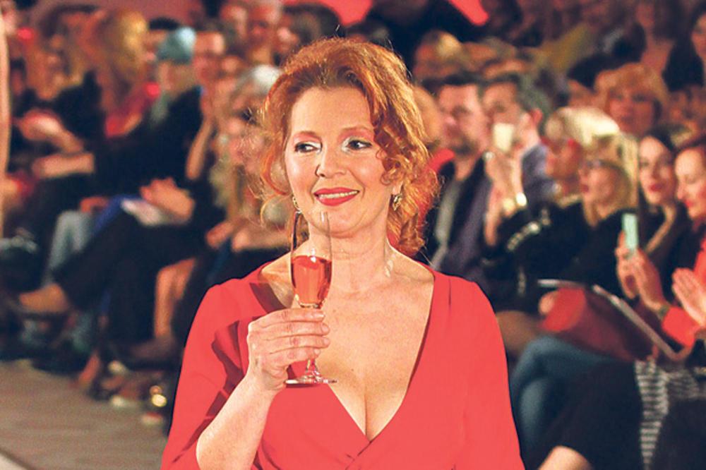 PREDSTAVA PRIMADONE: Tanja Bošković brani pozorište od rušenja