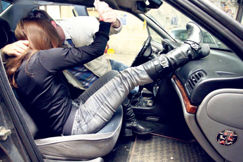 MANIJAK: Silovao učenicu osmog razreda u automobilu!