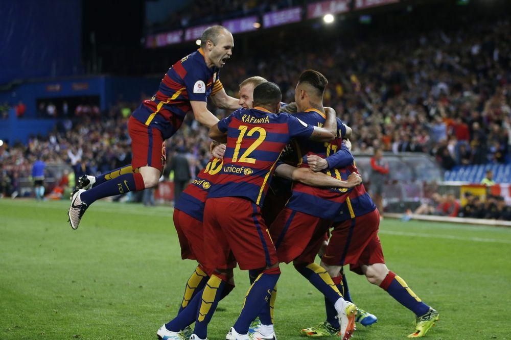 BARSA UZELA KUP: Sevilja pala uz 3 crvena kartona i povredu Suareza