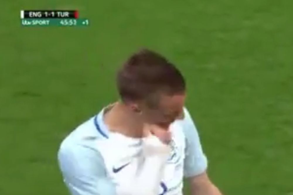 (VIDEO) ŠOKANTAN POTEZ VARDIJA: Engleski napadač brutalno kaznio sam sebe zbog promašaja