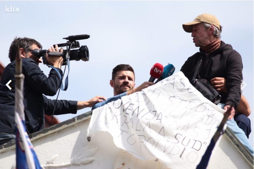 (VIDEO) INCIDENT U SARAJEVU: Pretio skokom sa slovenačke ambasade zbog devizne šštednje