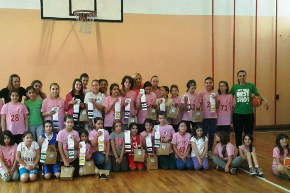 ŠIRI LJUBAV PREMA IGRI: Milica Dabović u misiji da inspiriše i podržava male košarkašice