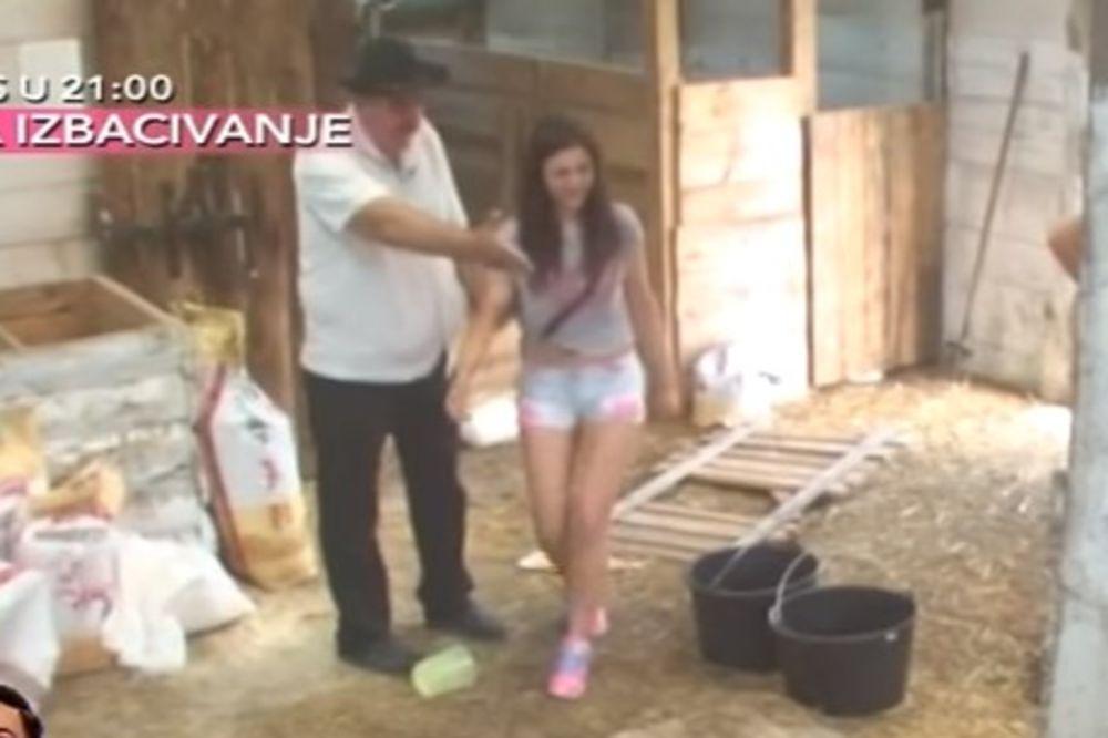 (VIDEO) PROKA POKAZAO MAJI SEKS U ŠTALI: Pevačica sa oduševljenjem gledala akciju
