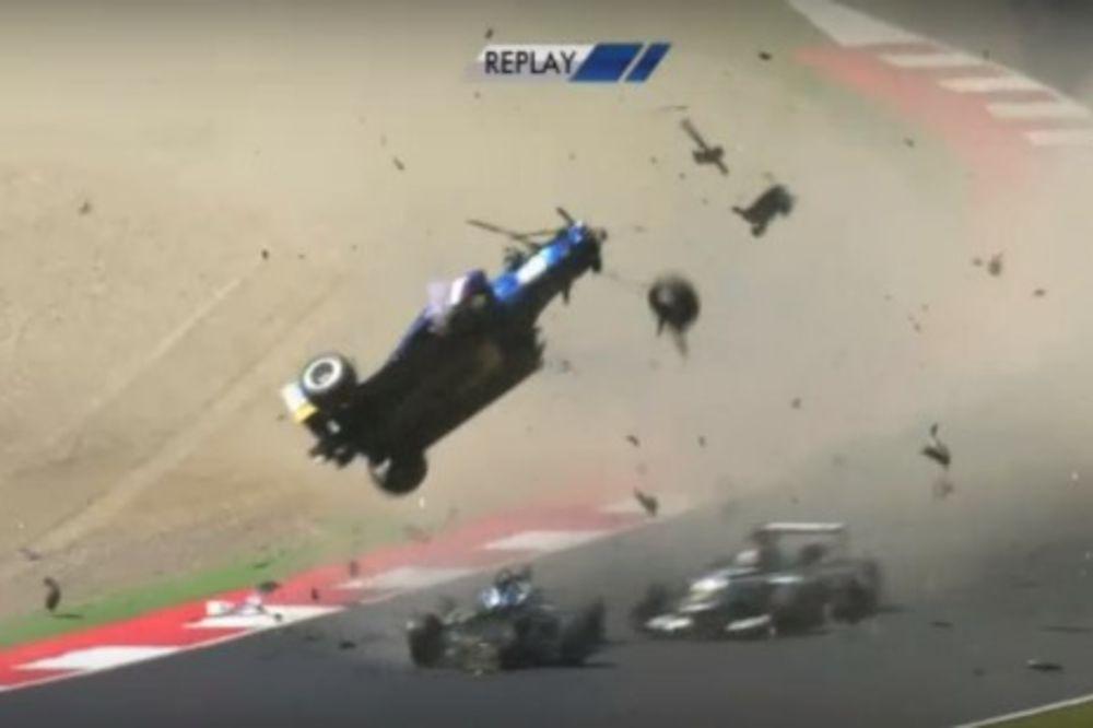 (UZNEMIRUJUĆI SNIMAK) STRAVIČNA NESREĆA: Bolid leteo u vazduh, vozač jedva izvukao živu glavu!