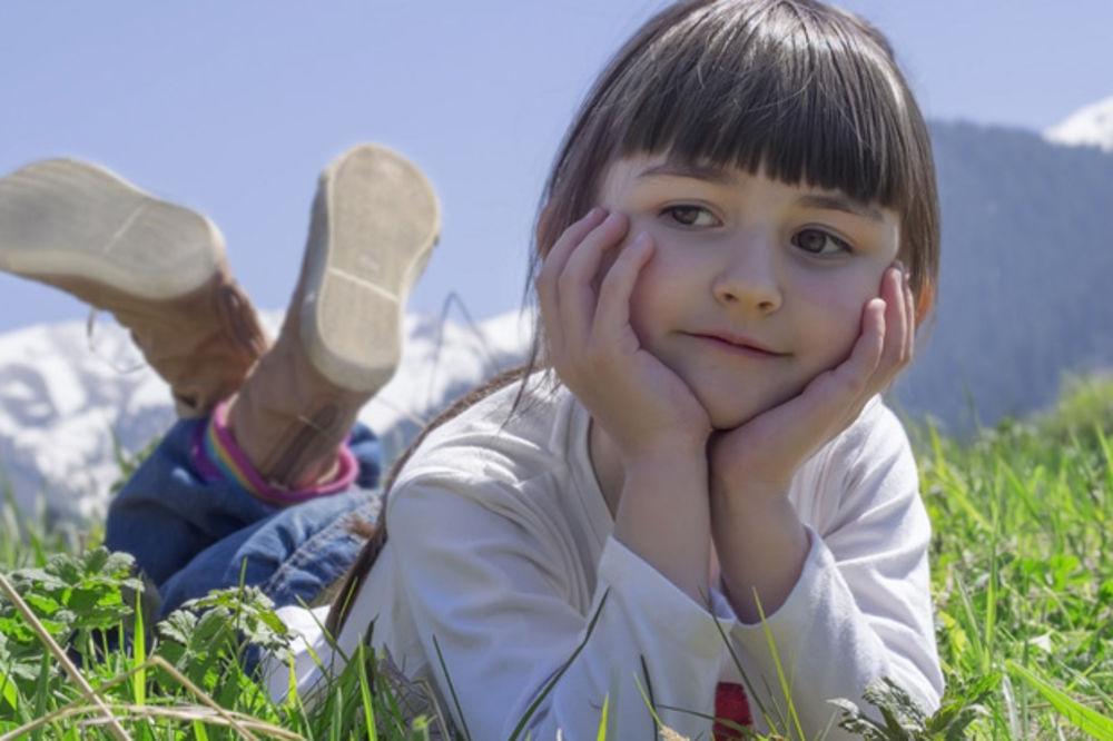Devojčica (8) puna nade čekala red u apoteci: Ono što je tražila od apotekara, svima je slomilo srce