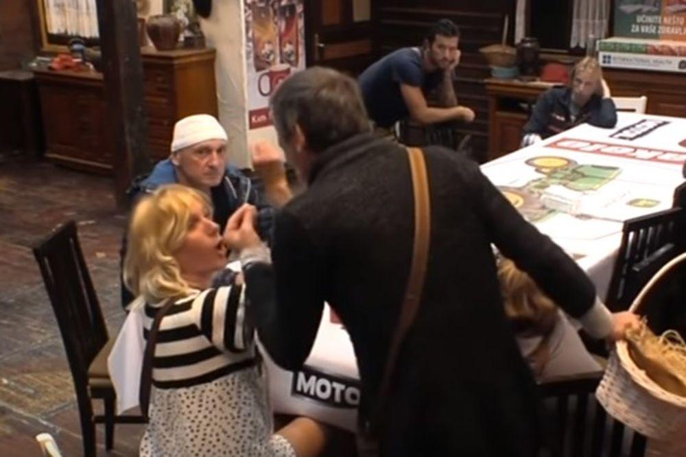(VIDEO) NEMA KRAJA PROSTAKLUKU: Mića pljunuo Jelenu, evo kako mu je zapretila