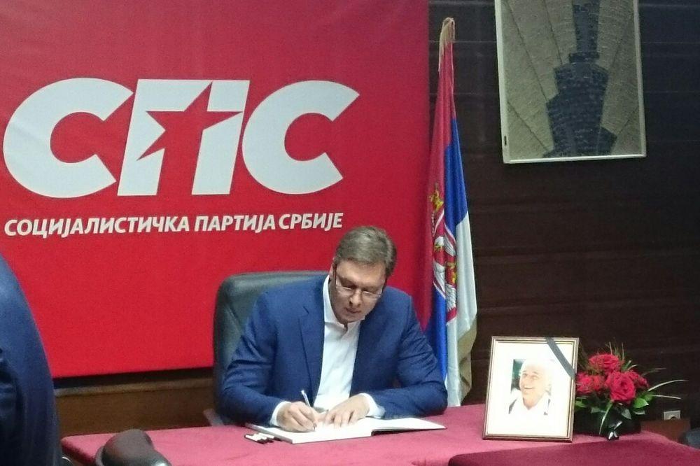 SMRT BATE ŽIVOJINOVIĆA: Vučić se u sedištu SPS upisao u knjigu žalosti