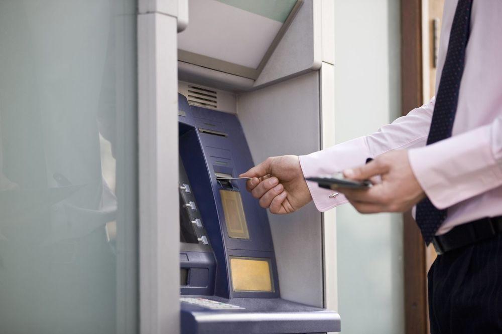 SAVRŠENA PLJAČKA: Za tri sata izvukli 13 miliona dolara u kešu sa bankomata