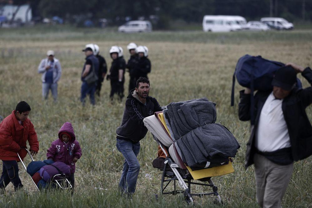 (FOTO) POČELA EVAKUACIJA MIGRANATA IZ IDOMENIJA: Odvoze ih na sever zemlje, nema incidenata