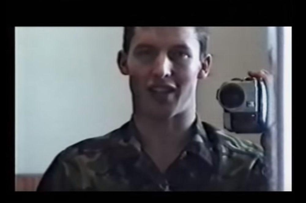 (VIDEO) SRCE MU OSTALO NA KOSOVU: Britanski oficir postao pevač zbog nesrećne ljubavi
