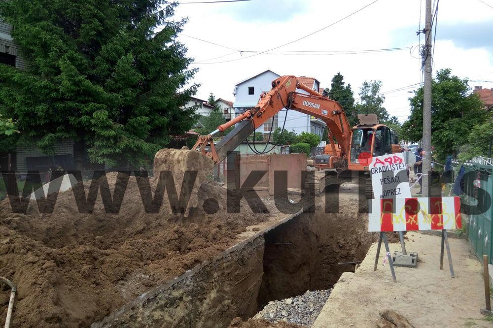 ČUDOM ŽIVI NA CRVENO SLOVO: Zatrpani radnici izvučeni iz kanala dubokog 7 metara!