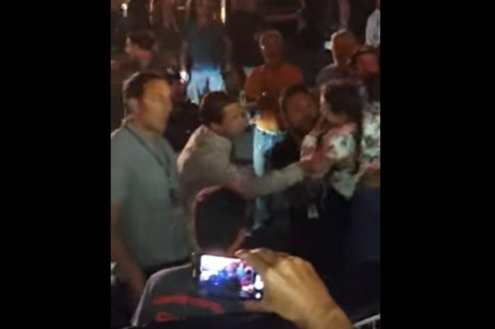 (VIDEO) BRED PIT SPREČIO TRAGEDIJU: Pogledajte kako je spasao devojčicu koja se gušila