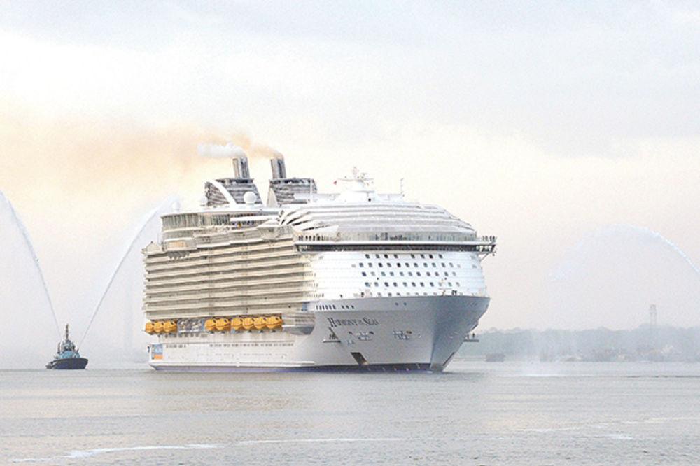 NAJVEĆI KRUZER NA SVETU: Grad na vodi stigao u Roterdam