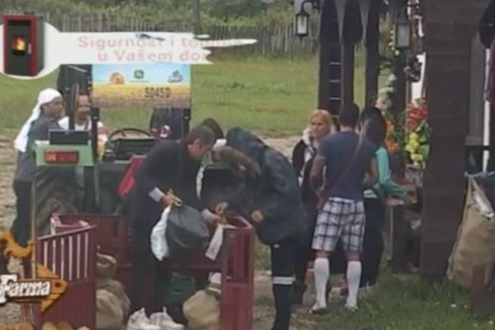 (FOTO) NAJBOLJI GAZDA IKAD: Mića hranu dovukao na traktoru, ali ni to nije dovoljno