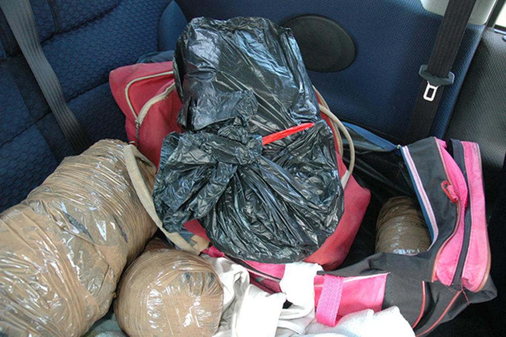 ZAPLENJENO 5 KG MARIHUANE U NIŠU: Nevenčani supružnici drogu skrivali ispod dečijih stvari