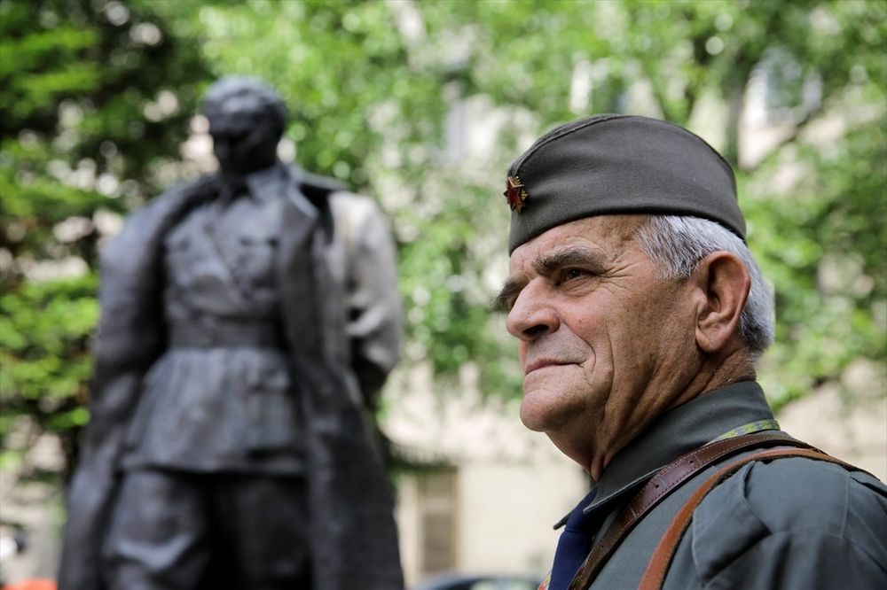 Ex YU републики - Page 12 Sarajevo-25-maj-dan-mladosti-foto-anadolija-1464174145-914375