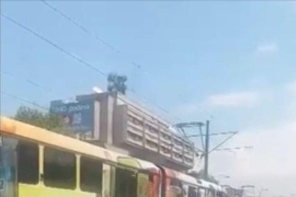 UDES U SARAJEVU: Tramvaj pregazio radnika koji je kosio travu pored šina
