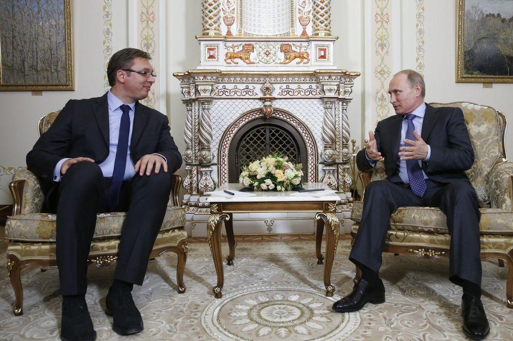 VUČIĆ PRIVATNO U MOSKVI: Srpski premijer sa Putinom
