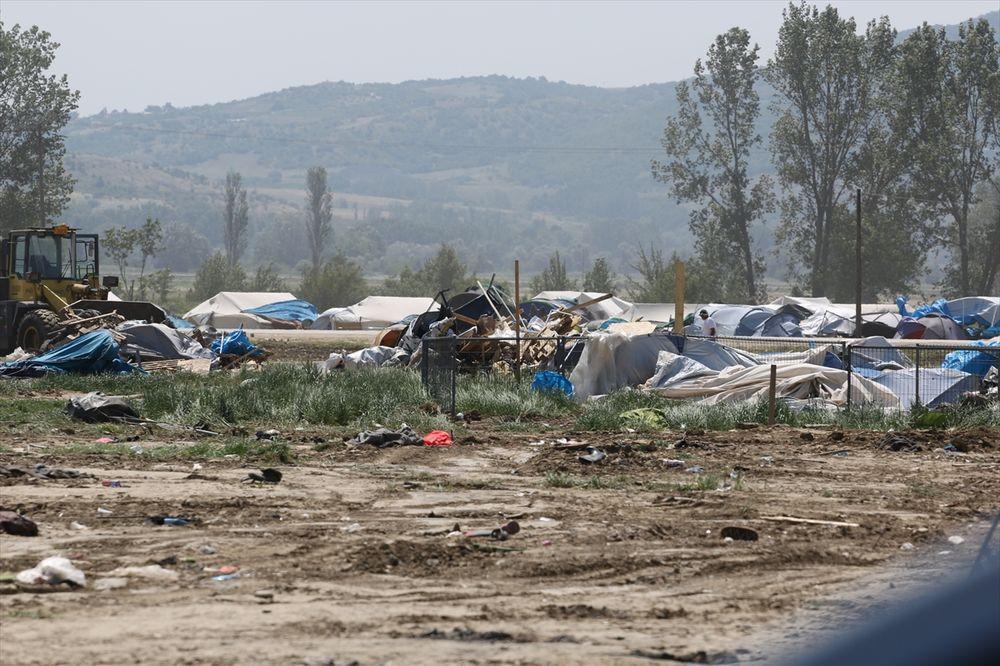 OSTALI SAMO PRAZNI ŠATORI I ĐUBRE: Ispražnjen izbeglički kamp u Idomeniju