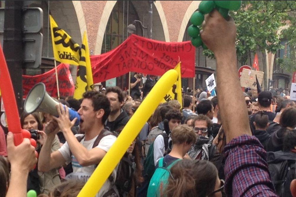 PONOVO NEREDI U PARIZU: Masovni štrajk sindikata, demonstranti se sukobili sa policijom