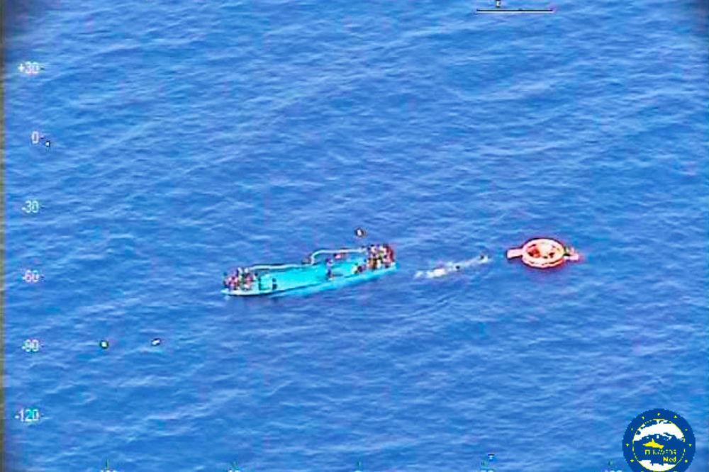 JOŠ JEDNA NESREĆA KOD LIBIJE: Prevrnuo se brod sa migrantima, utopilo se 30 ljudi