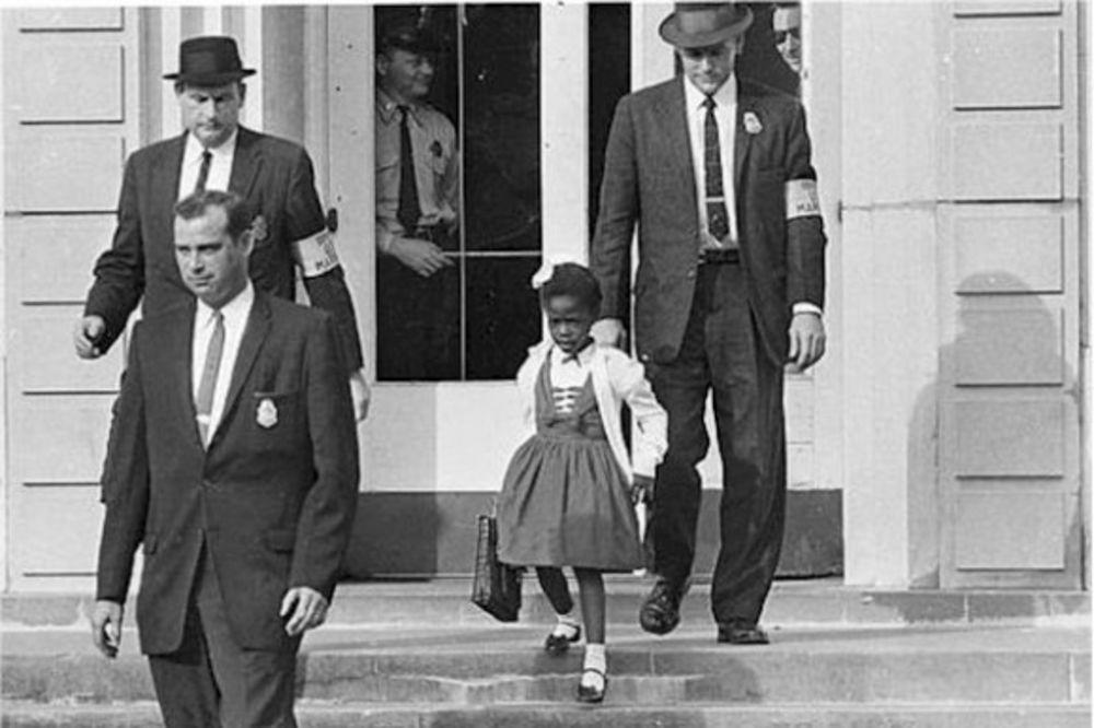 POTRESNA PRIČA Ovu devojčicu je u školu pratila policija! Čim bi ušla, ostali đaci bi izašli napolje