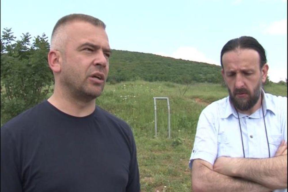 VANDALIZAM U ORAHOVCU: Ponovo porušena spomen-ploča nestalim srpskim novinarima
